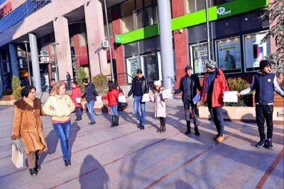Children of the plant workers demonstrating in Argel
